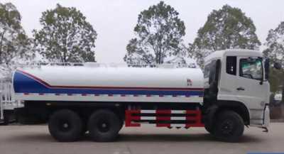 Sức mạnh Súng Phun của xe phun nước rửa đường tưới cây Dongfeng 3 chân, 13 khối