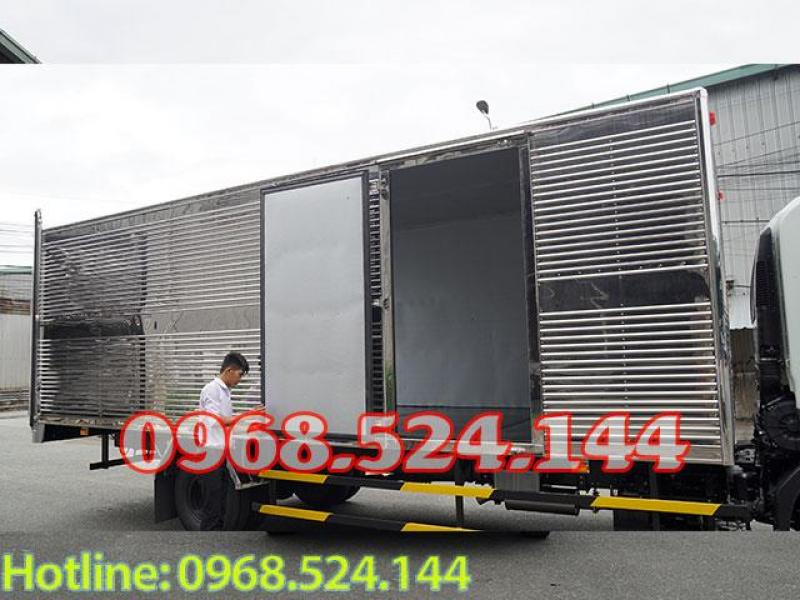 Xe tải isuzu FRR 6 tấn thùng thùng kín dài 6m7 , động cơ euro4
