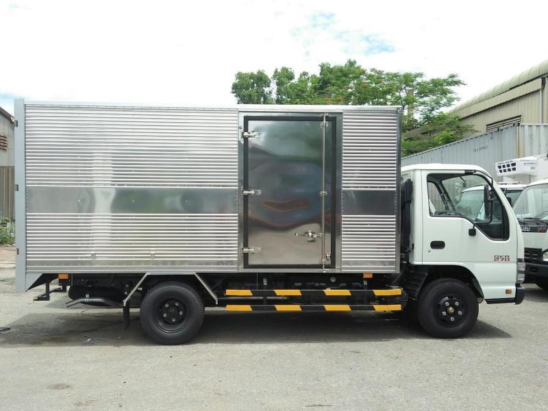 Khuyến mãi lớn khi mua xe tải Isuzu 1.9t, 3.9t giao xe ngay.
