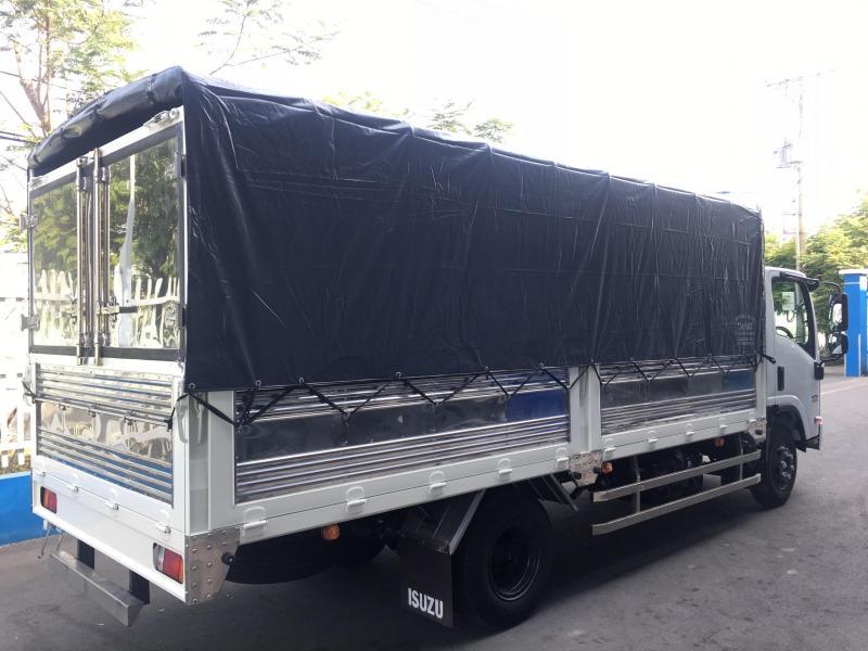 Xe tải ISUZU 5 Tấn mui bạt xe giao liền