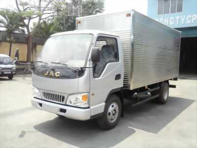 xe tải JAC 2,4 tấn, mui thùng dài 3.7 mét.