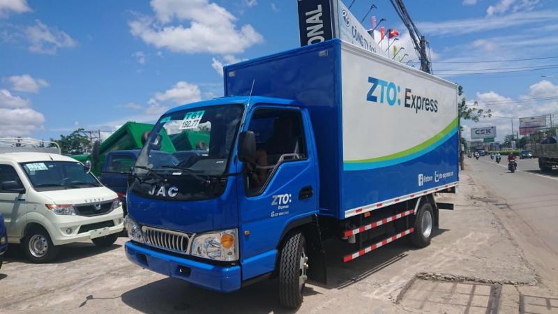 xe tải jac 2t4 thung kín, máy iSUZU thùng dài 4m3 giá tốt