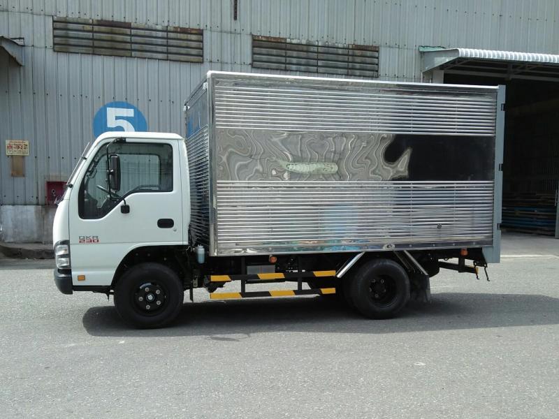 Xe tải Isuzu 1T9 1,9T 1,9 tấn thùng kín Giá Nhà Máy.