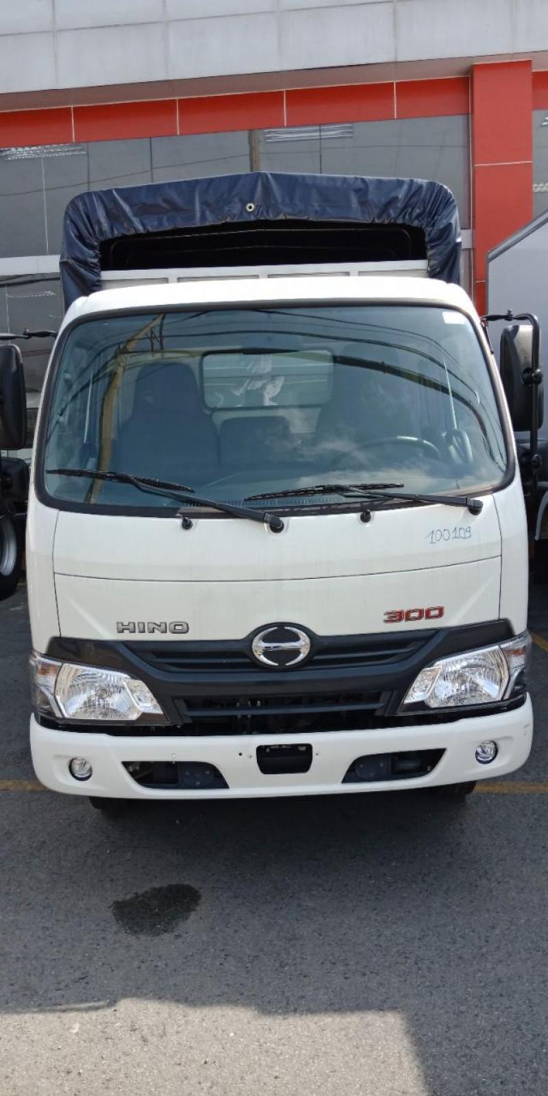Hino XZU650L thùng mui bạt có xe sẵn giao ngay