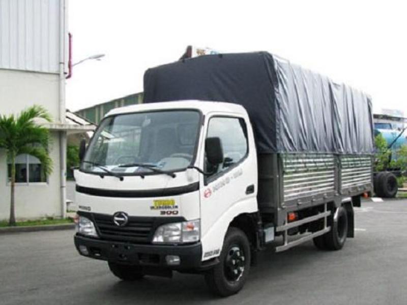 Hino XZU650 Euro 4 thùng mui bạt