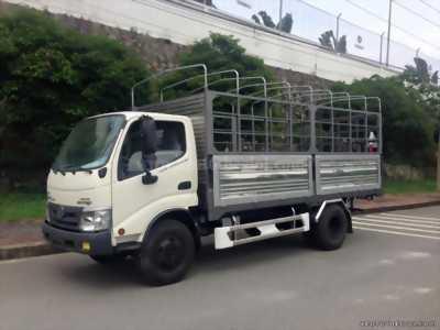 Xe tải Hino XZU720L 3.8 tấn thùng mui bạt giá hợp lý