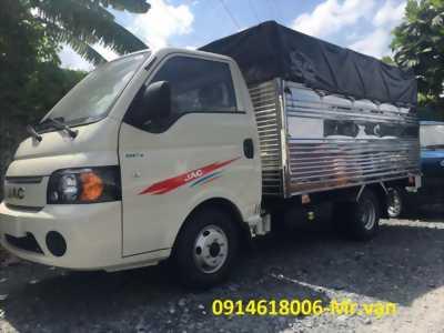 Xe tải JAC 1T5 máy ISUZU thùng dài 3m2 trả trước 50tr nhận xe