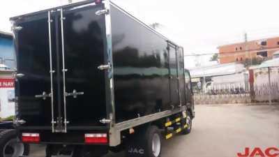 Bán xe tải JAC 2T thùng dài 4m3, máy ISUZU, giá cực tốt
