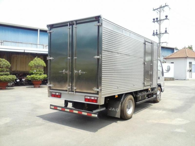 Xe tải JAC 2T4 thùng kín dài 3.7m