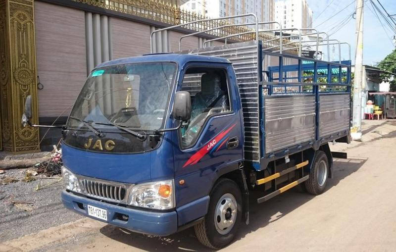 Xe tải jac 2t4/ 2400kg/ 2 tấn 4 thùng mui bạt màu xanh