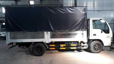 Xe tải 2t2 isuzu thùng mui bạt vào thành phố