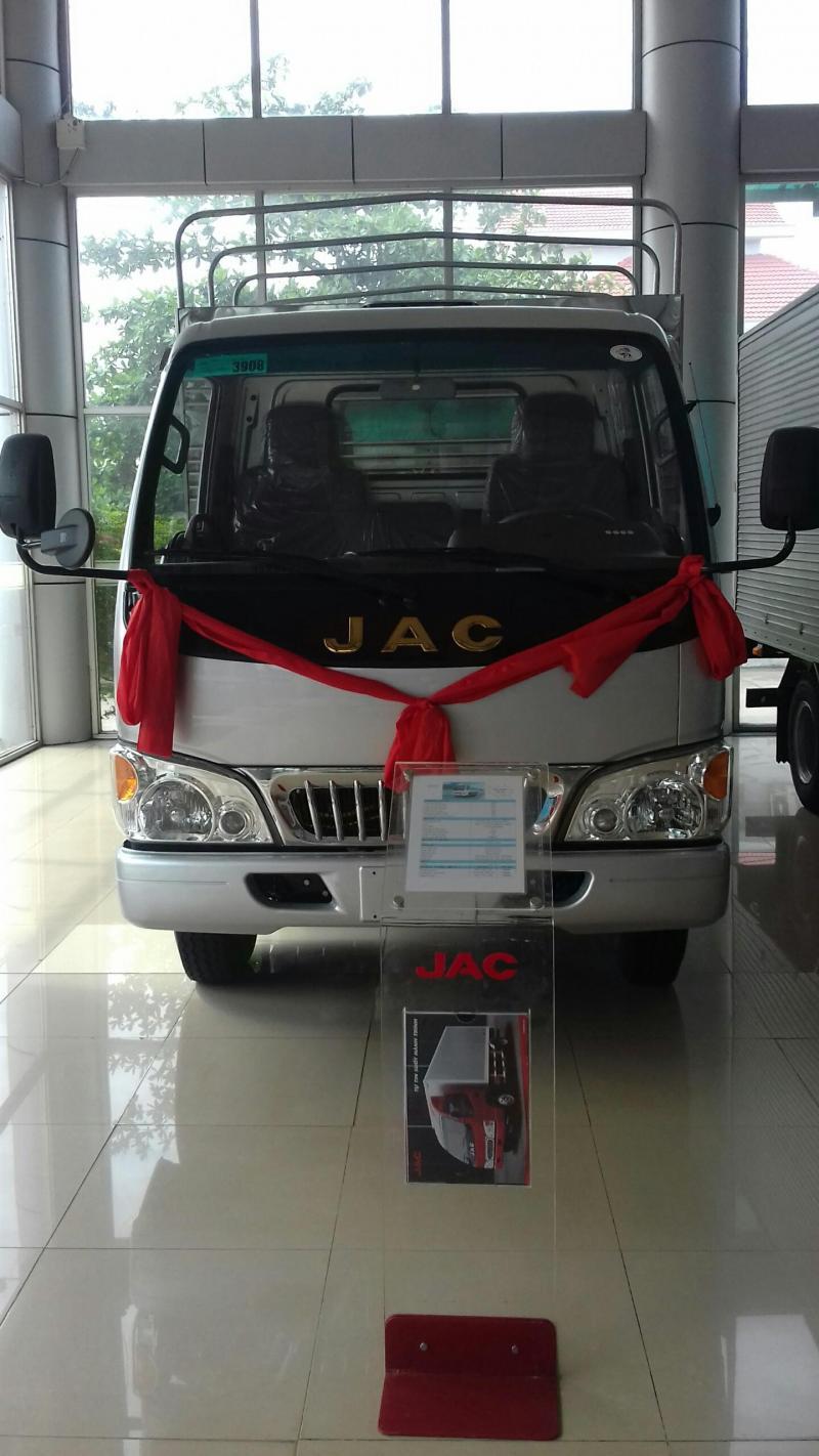 Xe tải nhẹ JAC 2.4 tấn giá ưu đãi