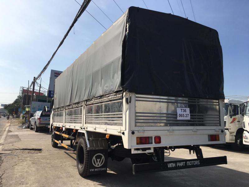 Xe tai isuzu/ isuzu 9 tấn, thùng hàng dài 7 mét.