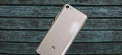 Điện thoại xiaomi mi5 màu vàng gold mới 100% bao xài
