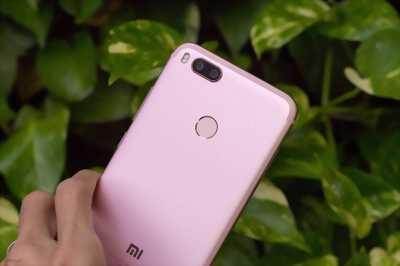 Điện thoại Xaomi redmi 5 plus cần bán hoặc giao lưu ngang