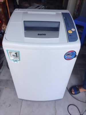 Máy giặt sanyo 6,8kg còn đẹp .